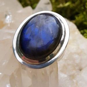Labradorit Edelstein Ring oval mit Silberrand
